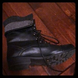 Taxi combat boots